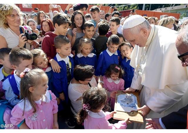 Papa aos Maristas: o terreno que vocês trabalham e modelam é sagrado