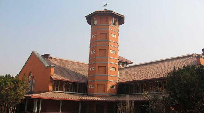 Atacam e ateiam fogo a catedral católica no Nepal