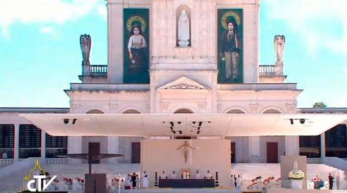 Pastorinhos de Fátima ensinam que com Deus se vence as dificuldades, afirma o Papa