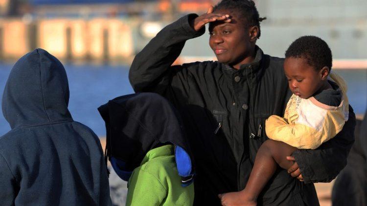 Acenda uma vela: iniciativa das scalabrinianas em vista do Dia Mundial do Migrante
