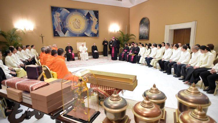 Papa: diálogo inter-religioso e colaboração