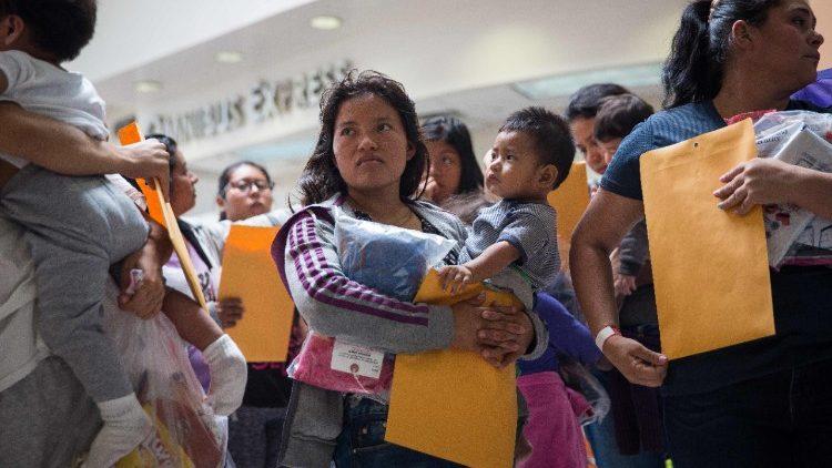 Estados Unidos: a reunificação das famílias ainda não começou na realidade